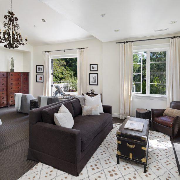 peninsula mediterranean living room
